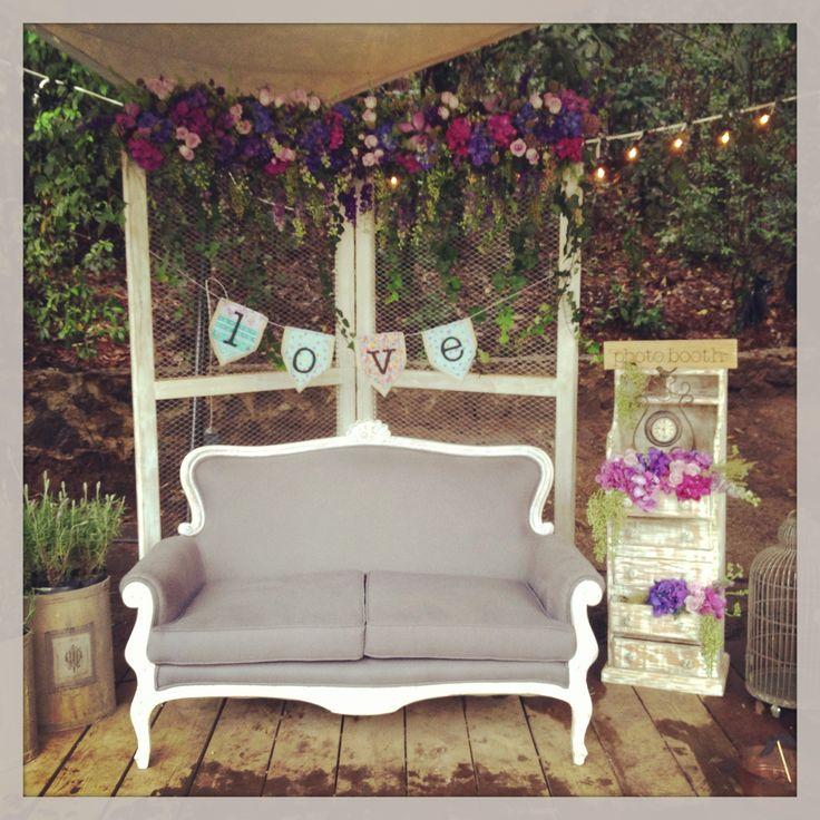 Photobooth : nice idea for your Wedding! #wedding #vintage #photobooth #flowers #hydrangea #romantic