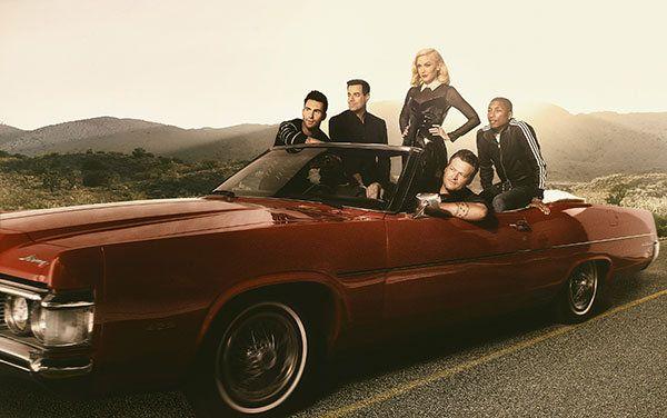 Adam Levine (left), Carson Daly, Gwen Stefani, Blake Shelton, Pharrell Williams pose for a picture for <I>The Voice</I> season seven.