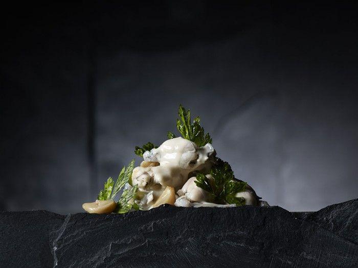 Cuisses de grenouille à la crème d'ail et chips de persil Par: Giovanni Apollo