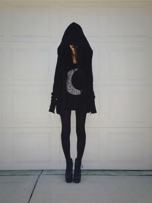 Goth female fashion. Felice Fawn.
