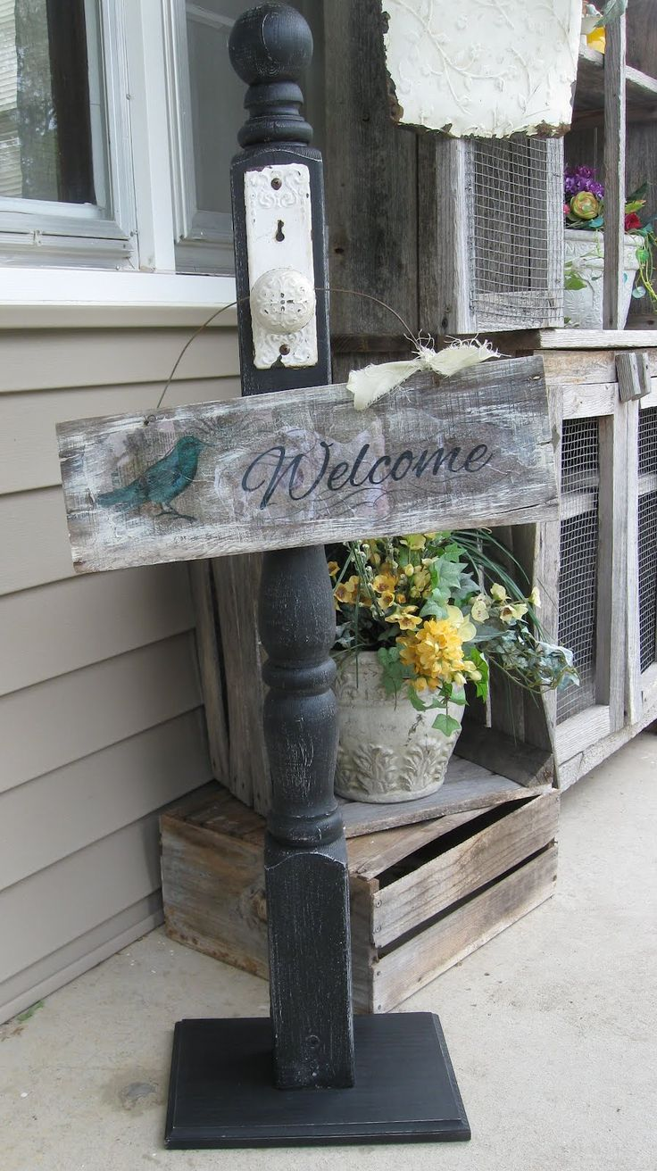 Dippity Dot: Wood sign/wreath stand