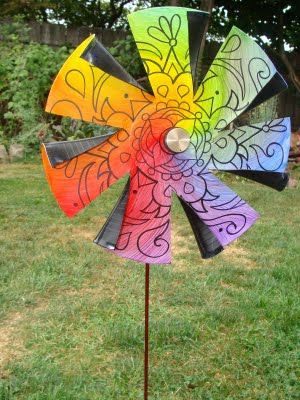 Garden pinwheel made from vinyl record and vintage radio knob. Eye Pop Art: Mandala Pinwheels - WHEEEE!
