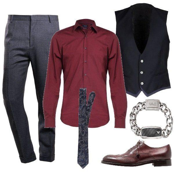 Camicia classica bordeaux con colletto alla Kent abbinata ad un pantalone  neutro con vita alta fc5a12fa3fb