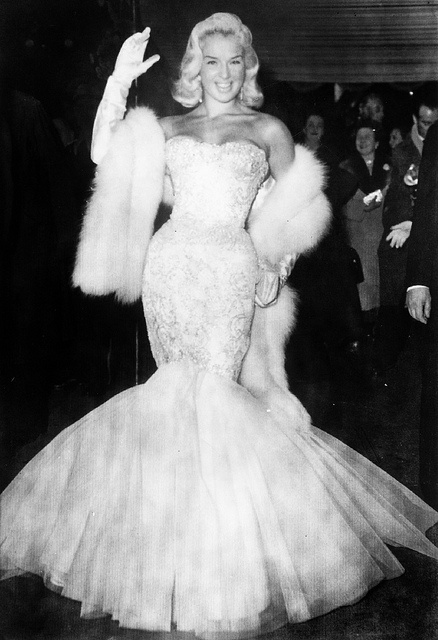 DIANA DORS AT A ROYAL FILM PREMIERE IN LONDON - 1955 Photo by Harry Myers / Rex Features