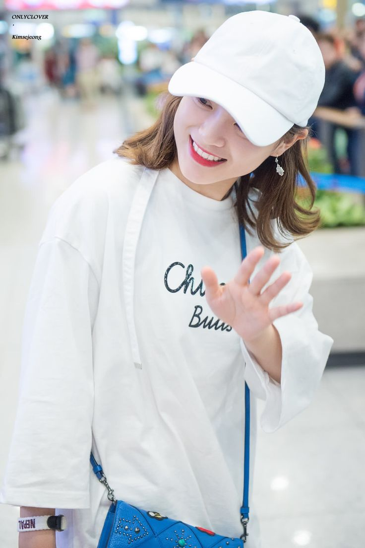 170508 - Kim Sejeong @ Incheon International Airport (cr.only_clover) | Twitter