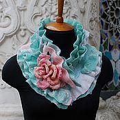 Купить или заказать Валяный шарф воротник 'Синие дали'.Серый синий. в интернет-магазине на Ярмарке Мастеров. Очень эффектный,красивый,необычный валяный шарф в синих и серых оттенках.Его украшают 7 роз брошей на шелке.Вы сможете украсить ими любую другую Вашу одежду.Шарф прекрасно подойдет под пальто темных,синих оттеков,или под контрастный цвет...например,пальто ягодного цвета. ---------------------------------------------------------------------------- Если Вам понравился мой магазин и Вы…