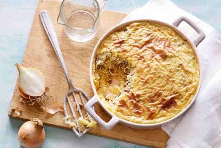 5 januari - Zuurkool in de bonus - Pasta zonder tomaat, maar met zuurkool. In deze winterse ovenschotel met worst en zuurkool mis je de tomaat geen seconde - Recept - Allerhande