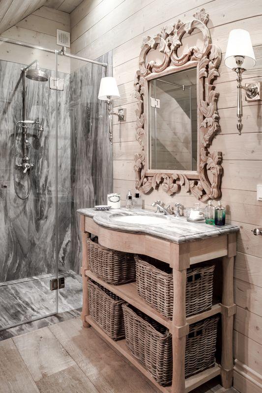 Drewno i marmur, piękna kombinacja. Wood and marble, beautiful combination.