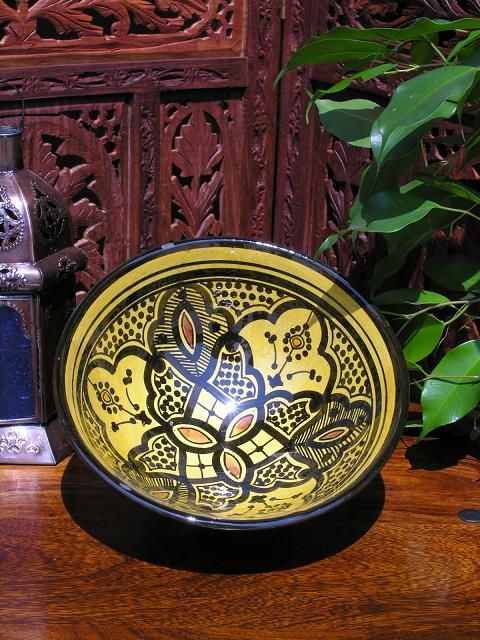 Medium bowl in traditional Moroccan yellow design. http://www.maroque.co.uk/showitem.aspx?id=ENT01236&s=30-10-032