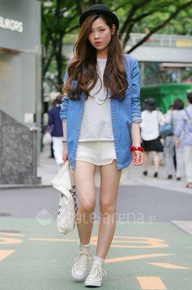 Want! Miyuki is wearing the Long Sleeve Denim Button-Up in Dark wash Indigo by #AmericanApparel.  #denim #buttonups #fashion #streets #tokyo #japan