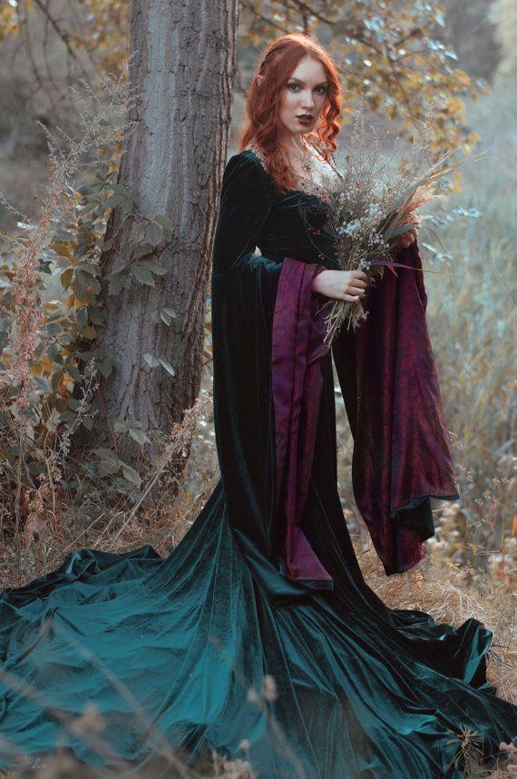Dark green velvet embroidered elven dress van elvenstore op Etsy