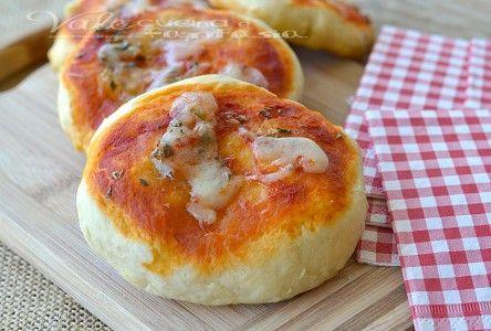 Pizzette veloci al latte con pomodoro e origano