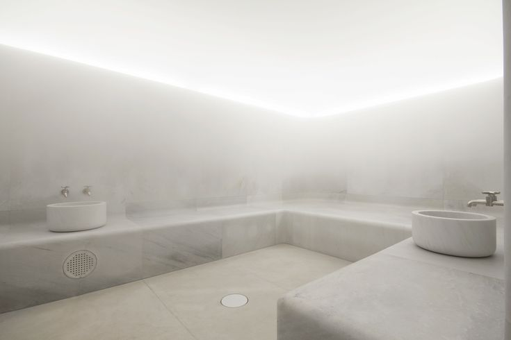 In collaboration with 4SeasonsSpa, David Chipperfield designed the Akasha Wellbeing Centre located at the historic hotel Cafe Royal on London`s Regent Street.