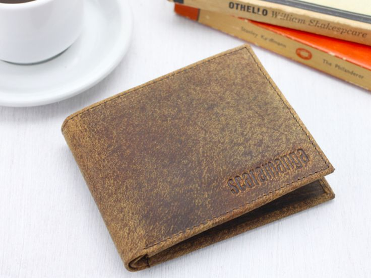 Handmade men's leather wallet. Each wallet has 6 credit card compartments, two side compartments and a bank note compartment. #leatherwallet #vintage #giftsformen