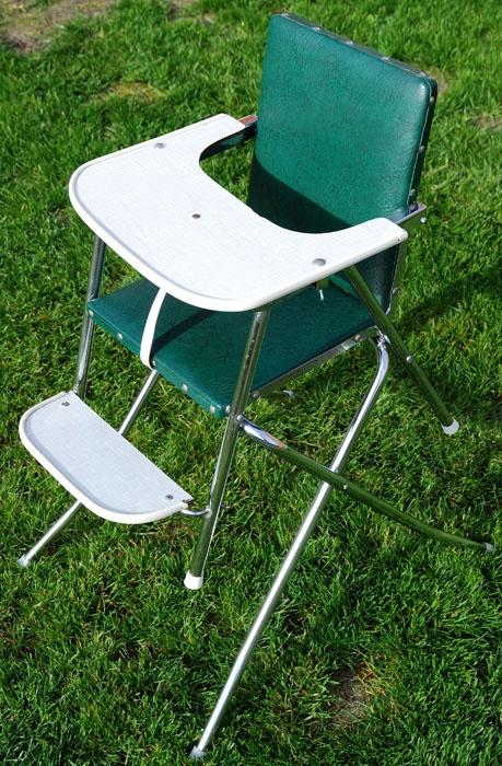 Jaren 60-70 retro kinderstoel - als peuter ook gebruikt al losse stoel en tafeltje (onderstel werd tafel met een blad er op)