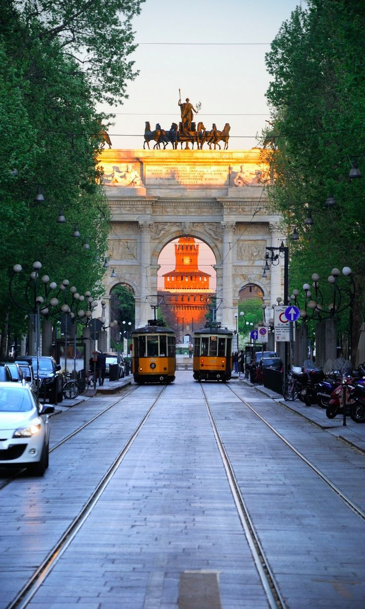 """Arco della Pace (""""Arch of Peace""""), dating back to the 19th century, but its origins can be traced back to a gate of the Roman walls of Milan."""