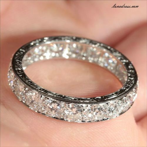 The most beautiful wedding band I think I've seen... my fiancé better get me this!or something similar!