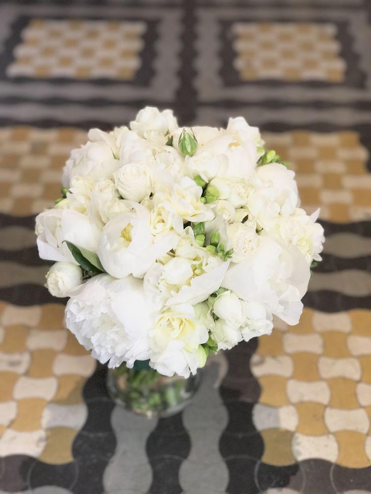 Late spring Bouquet! @DUALEVENTS #whitepaeoniasandfresias #atelierdual #dualevents