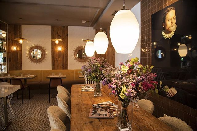It's raining in Madrid today ☔️ If you like to go out no matter how the weather is, then you should check @ladymadonna_restaurante 🔝🔝 We love it!  #madrid #chueca #cafe #restaurant #interior #interiordesign #travel #vacation #cool #stylish #style #flowers #wood #brunch #chill #relax #beautiful #madonna #lighting #instagood #design #food #igers #hola #comer #lifestyleblogger #blogger #blog #decoration #coffee