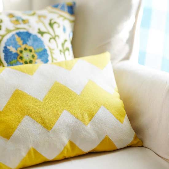Make this pretty Chevron Pillow yourself! Here's how: http://www.bhg.com/crafts/easy/30-minute-projects/easy-gifts-from-scraps/#page=8: Chevron Patterns, Sitting Pretty, Yellow Pillows, White Fabric, Diy Chevron, Fabric Marker, Diy Projects, Chevron Pillow