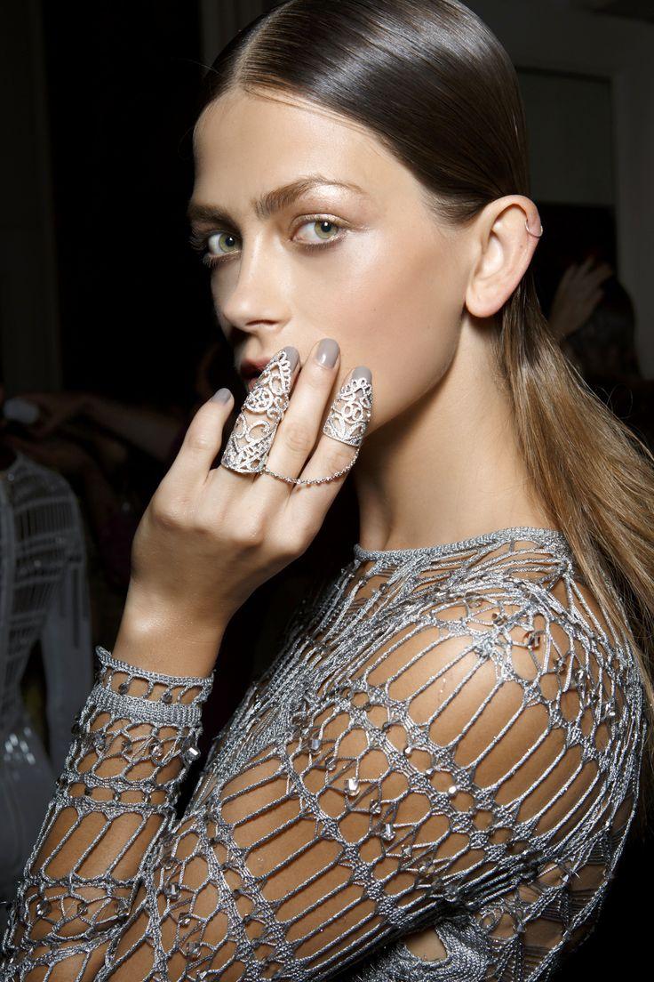 Manicure: trendy wiosna-lato 2015, Julien Macdonald, fot. Imaxtree
