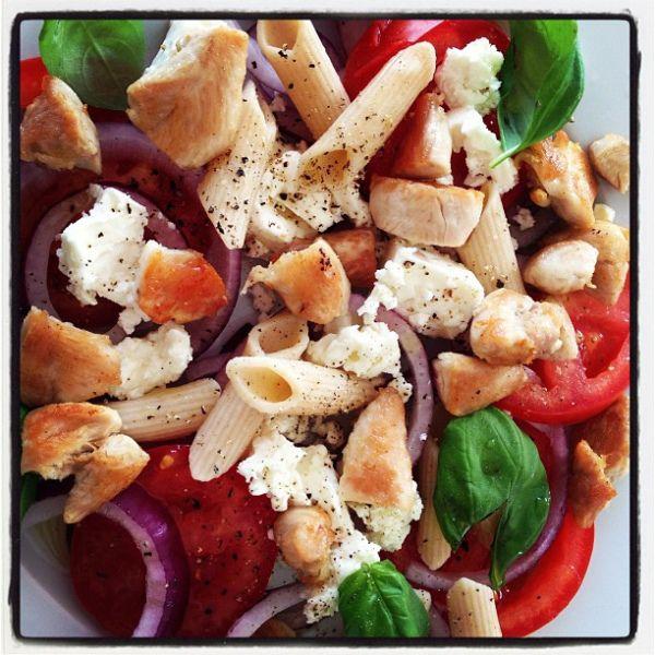 Kylling med rødløk,tomat,feta og basilikum