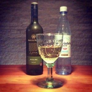 Wasser in Wein: Das richtige Wasser zum Wein und zur Schorle - Weinbilly.de #Wine