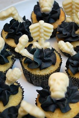 Halloween party food: skeleton cupcakes