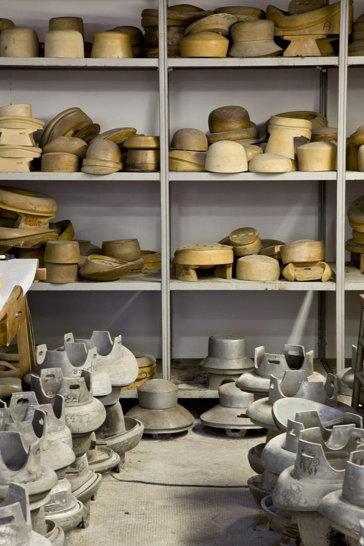 Grevi Mode - forme in legno cappelli #handmade Consorzio Il Cappello di Firenze - photo by Simone Parri