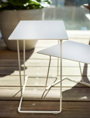 Light and elegant, Tango's angles leg frame and slender tops define its airy aesthetic.