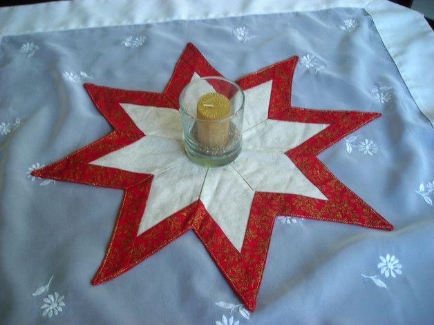 Der Weihnachtsstern ist in Patchwork Technik genäht. Die Rückseite vom Weihnachtsstern ist unifarbend abgestimmt zu den Farben auf der Vorderseite. Weihnachten - Weihnachtsstern - Weihnachtsdeko - Stern - Deko - Dekoidee - Patchwork