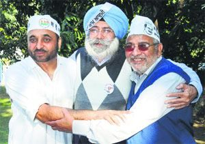 AAP candidate HS Phoolka allege  blatant and flagrant violations of the election code by the Badal Dal - http://www.sikhsiyasat.net/2014/03/14/aap-candidate-hs-phoolka-allege-blatant-and-flagrant-violations-of-the-election-code-by-the-badal-dal/
