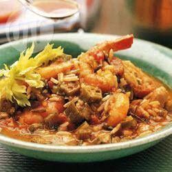 Фото рецепта: Креольский суп гамбо с курицей и креветками