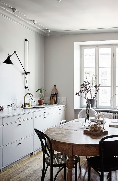 A perfect mixture of styles - via Coco Lapine Design