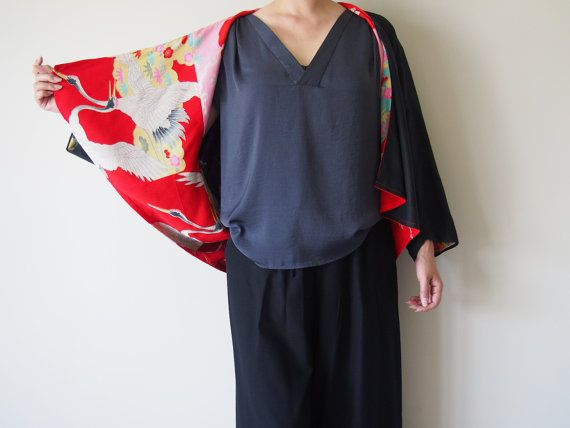 Kimono inspired shape black linen jacket, the lining is patch-worked with beautiful vintage kimono fabric. This unique jacket can be worn two different ways (up side down / with a collar or without a collar) -Size- S to M / UK : 8 to 14 / US : 2 to 10 / Europe : 34 to 40 -Fabrics- Face side : Linen Kimono : Silk, Cotton *Dry cleaning only Free Shipping! *Shipping from Hong Kong as a registered item.
