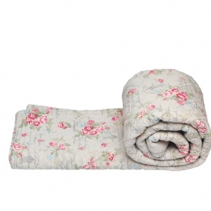 Quilt Camille Linen, Greengate quilts from Berry Red. GBP 135.