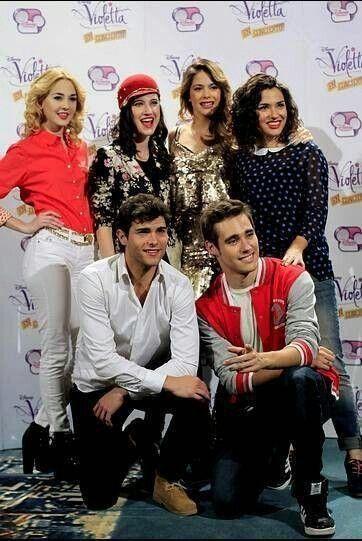 Violetta, Ludmilla, Fransisca, Diego, Leon en Nadia.