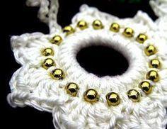 Jaimees Welt: Jaimee häkelt: Eine Perlenschneeflocke u. einen Weihnachtskranz (inkl. Anleitung)