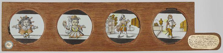Anonymous | Twee dansende dwergen en twee mannen in landschap, Anonymous, c. 1700 - c. 1790 | Houten vatting met vier ronde glazen en handvat, Uiterst links: dansende dwerg met hoed met veren. Rechts daarvan: vrouwelijke dansende dwerg speelt tamboerijn. Reschts daarvan: man met hoed in tuin, links van hem een fontein, op de achtergrond een vijver. Uiterst rechts: met met sabel in tuin, links van hem een muur met ornament.