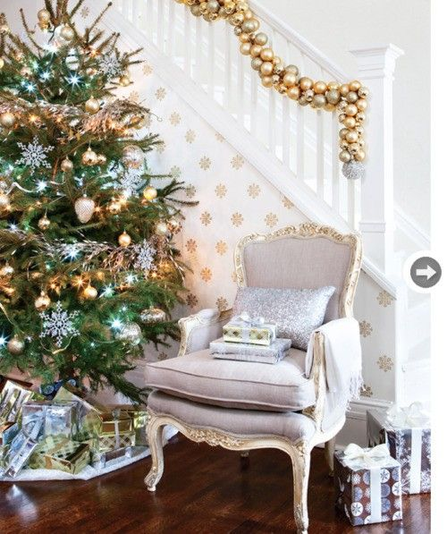 Love the christmas ball garland on the stairs: Christmas Time, Ornaments Garlands, Xmas, Seasons, Holidays Decor, Christmas Decor, Gold Christmas, Christmas Ideas, Christmas Trees