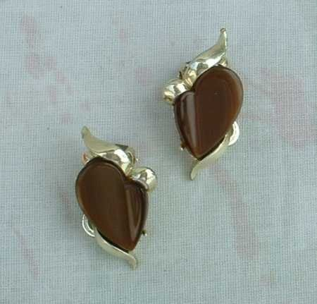Brown Thermoset Clip On Earrings 1950s Vintage Jewelry
