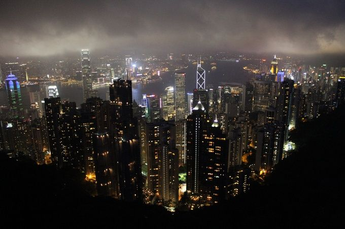 世界3大夜景のひとつ、香港の100万ドルの夜景を存分に楽しむ。 100万ドルの夜景を鑑賞するのに絶好のスポットとして有名な「ヴィクトリア・ピーク」。