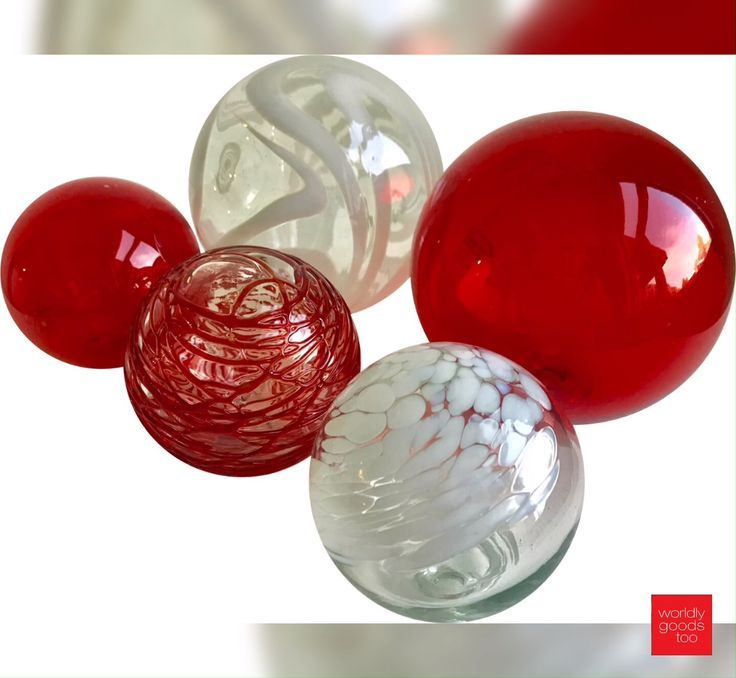 This Set Of 5 Artisan Blown Glass Spheres Is Perfect To Group In A Bowl And Add Some Greenery To Create A Fabu Holiday Centerpieces Decorative Spheres Spheres