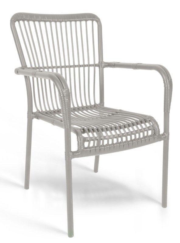 Envy+Celina+Havestol+-+Brun+-+Pæn+havestol+med+brunt+sæde+og+ryg+i+flettet+polyrattan.+Havestolens+flotte+aluminiumsramme+i+brun+fuldender+det+charmerende+look.+Stolene+fåes+også+i+andre+farver+og+kan+stables.+Bemærk,+at+stolene+sælges+som+minimum+á+2+stk.++