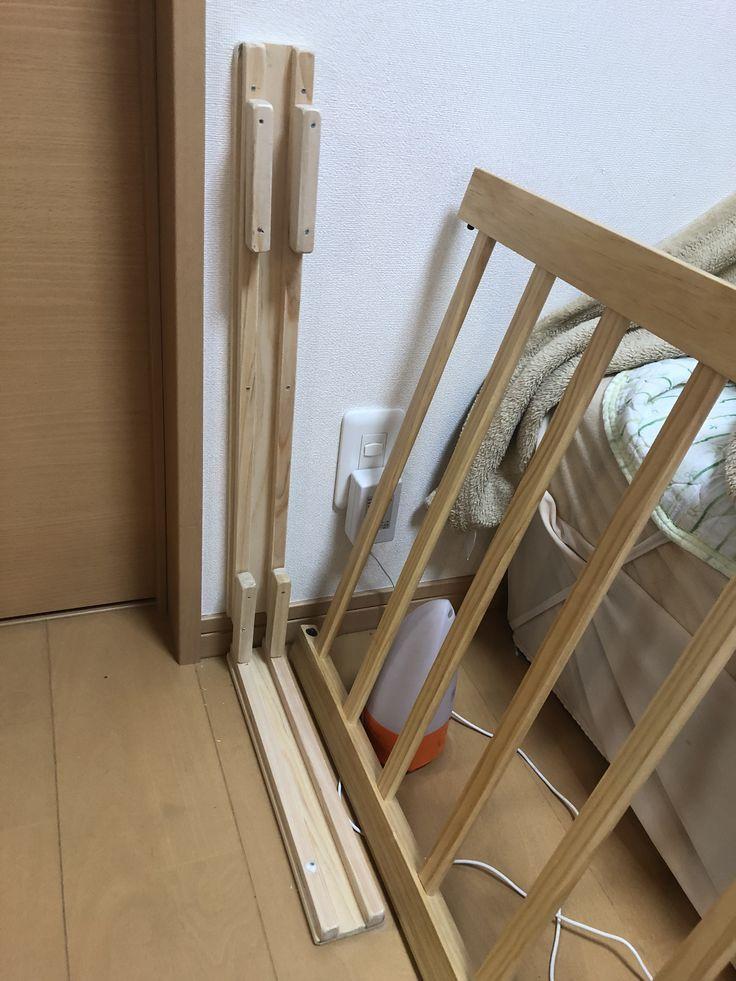 ベビースペース作りました 予想では購入したベビーサークルがちょうど収まるはずだったのですが 実際にはちょうどすぎてコーナー用のジョイントつけたら部屋に収まらないことが判明 仕方ないのでベビースペースの入口の壁にガイドというかスリットを取り付けて