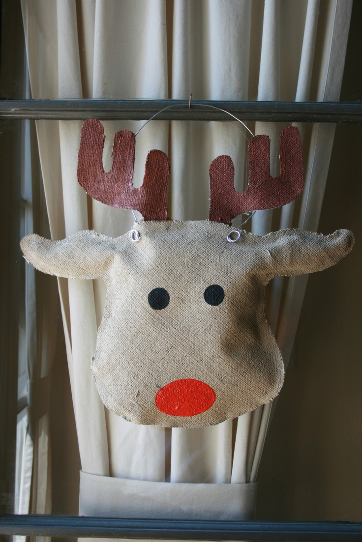 Burlap reindeer door hanger holiday decorating ideas Burlap bag decorating ideas
