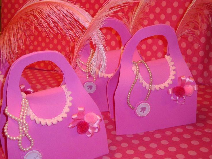 Carteras de Barbie para cumpleaños de niñas - http://xn--manualidadesparacumpleaos-voc.com/carteras-de-barbie-para-cumpleanos-de-ninas/