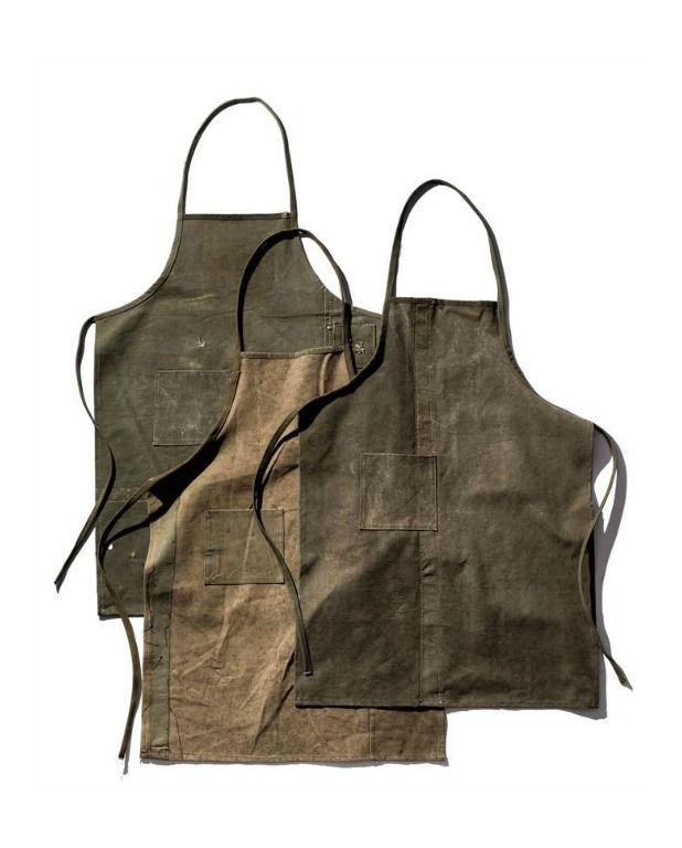 Old tent mat fabric apron. Skønne forklæder fra Puebco i genbrugsmateriale. Forklæderne er assorteret, der er derfor ikke to forklæder der er ens.