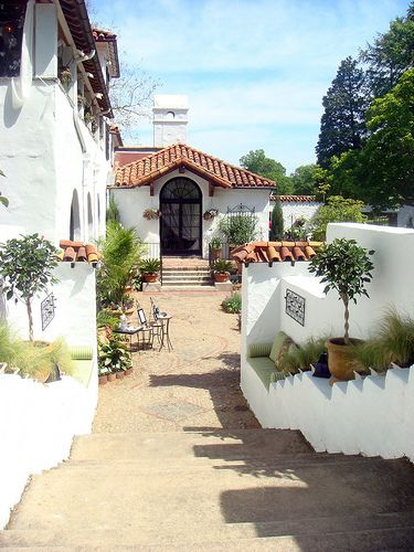 Spanish Courtyard #CourtYard #Landscape #Outdoor ༺༺  ❤ ℭƘ ༻༻