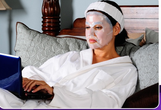 Skindulgence BioCell Mask a patented bio cellulose facial mask to hydrate, moisturize & soften skin. • Exhibits excellent water preserving capabilities & enables effective & sustainable delivery of BioCell's essence into the skin.   • Provides a cooling effect to rejuvenate tired, aging skin, especially soothing to exhausted skin due to exposure to the elements, sports and outdoor activities.A quick special treatment skincare boost as it helps improve the skin and results can be seen…